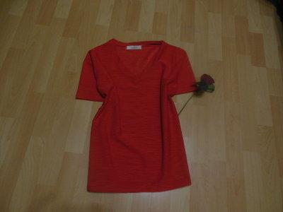 Красная брендовая женская футболка classcs с vобразным-вырезом